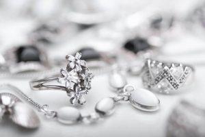 Dlaczego tak kochamy biżuterię?